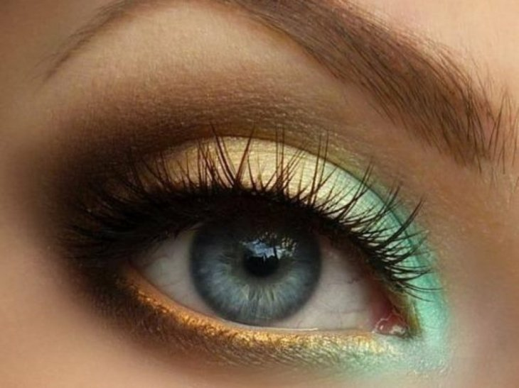idees-maquillage-ete-mascara-fard-paupières-or-vert-menthe
