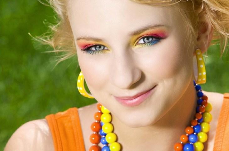 idees-maquillage-ete-multicolore-rose-bleu-jaune idées maquillage