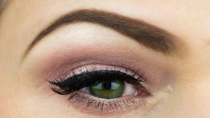 idees-maquillage-ete-ombre-paupières-unicolore-trait-eye-liner