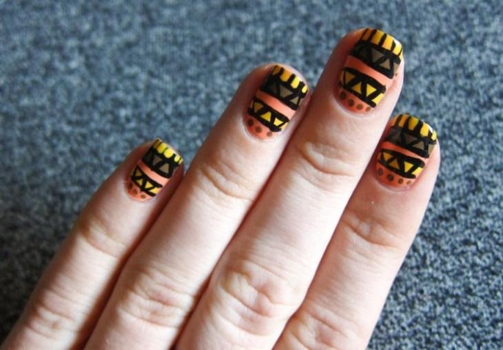 nail-art-motif-azteque-couleur-jaune-orange-marron