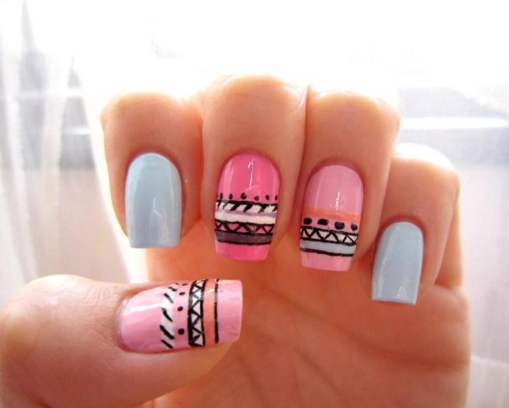 nail-art-motif-azteque-couleurs-pastel-rose-bleu