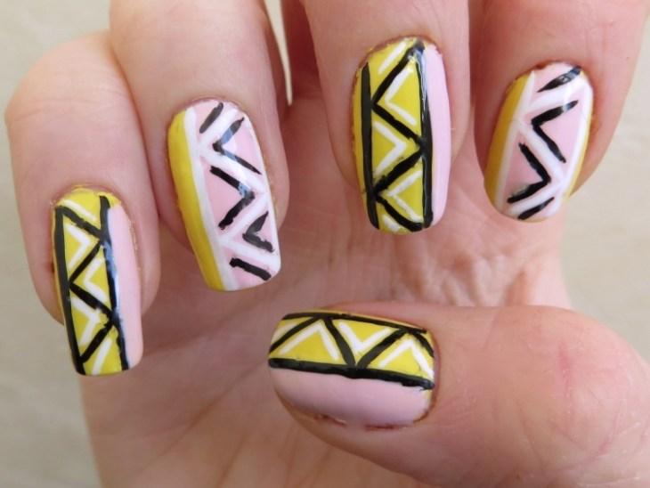 nail-art-motif-azteque-vernis-couleur-rose-jaune-noire