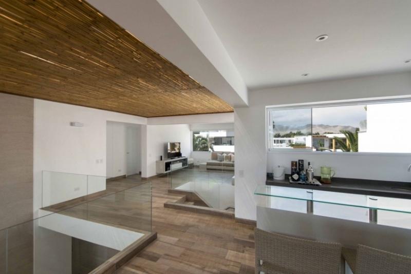 Villa Bord De Mer De Design Moderne En Blanc Et Bois Prou