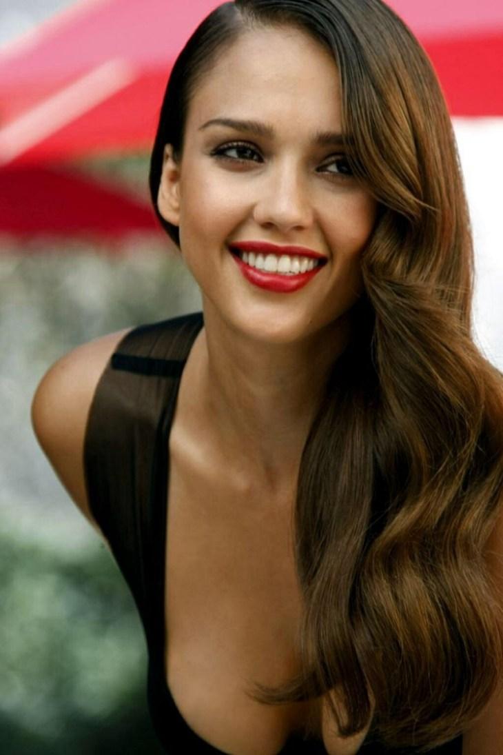 comment bien maquiller automne Jessica Alba souligne lèvres