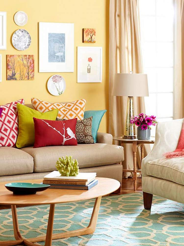 Peinture Salon Jaune Coussins En Jaune Rouge Bleu Et Orange Sur Le