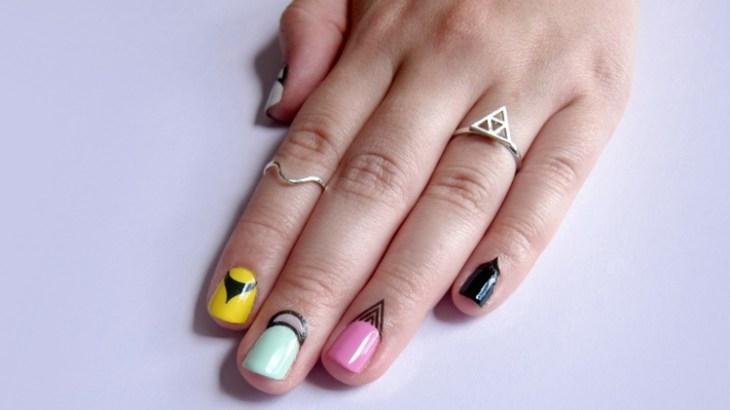bijoux-peau-doigts-ongles-nail-art-tons-pastel-dessins-noir-bagues-swag