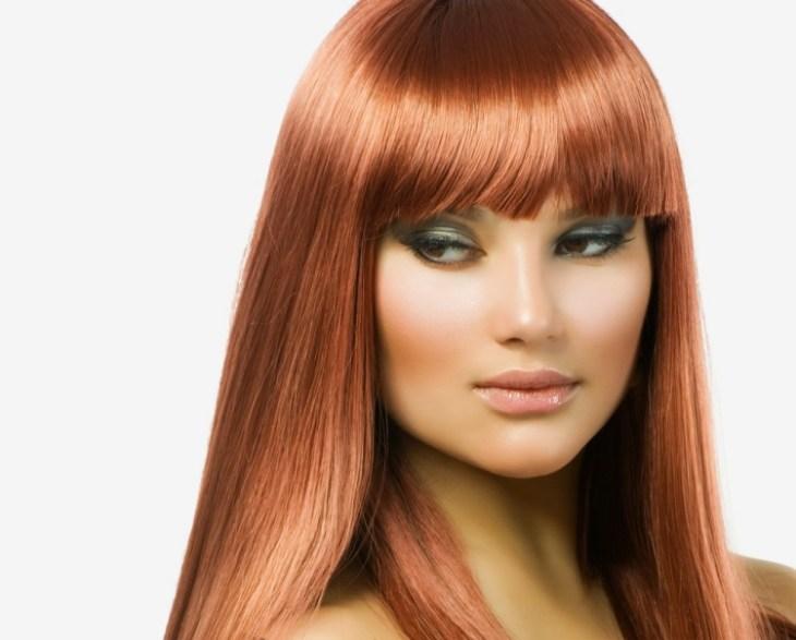 coiffure-pour-noël-brushing-lisse-rouge-lèvres-léger