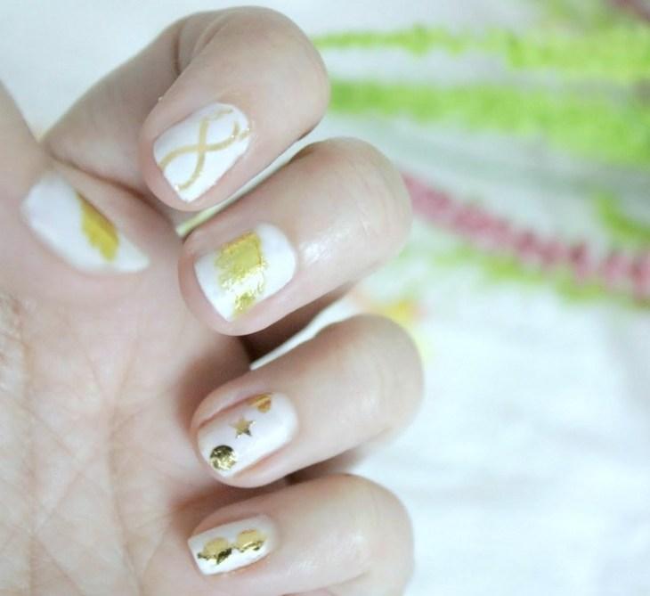 tatouages-éphémères-dorés-ongles-blancs-courts