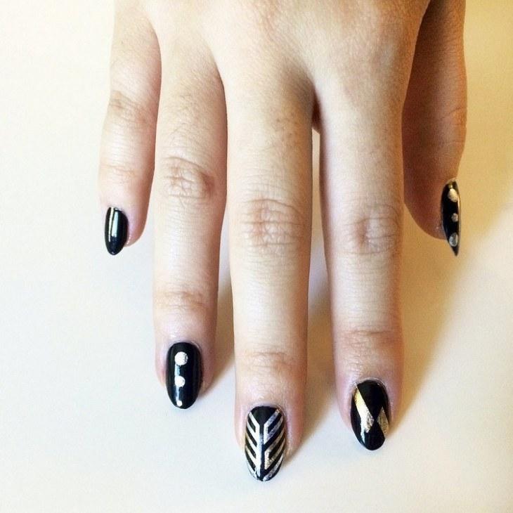 tatouages-éphémères-nail-art-motifs-dépareillés-dorés