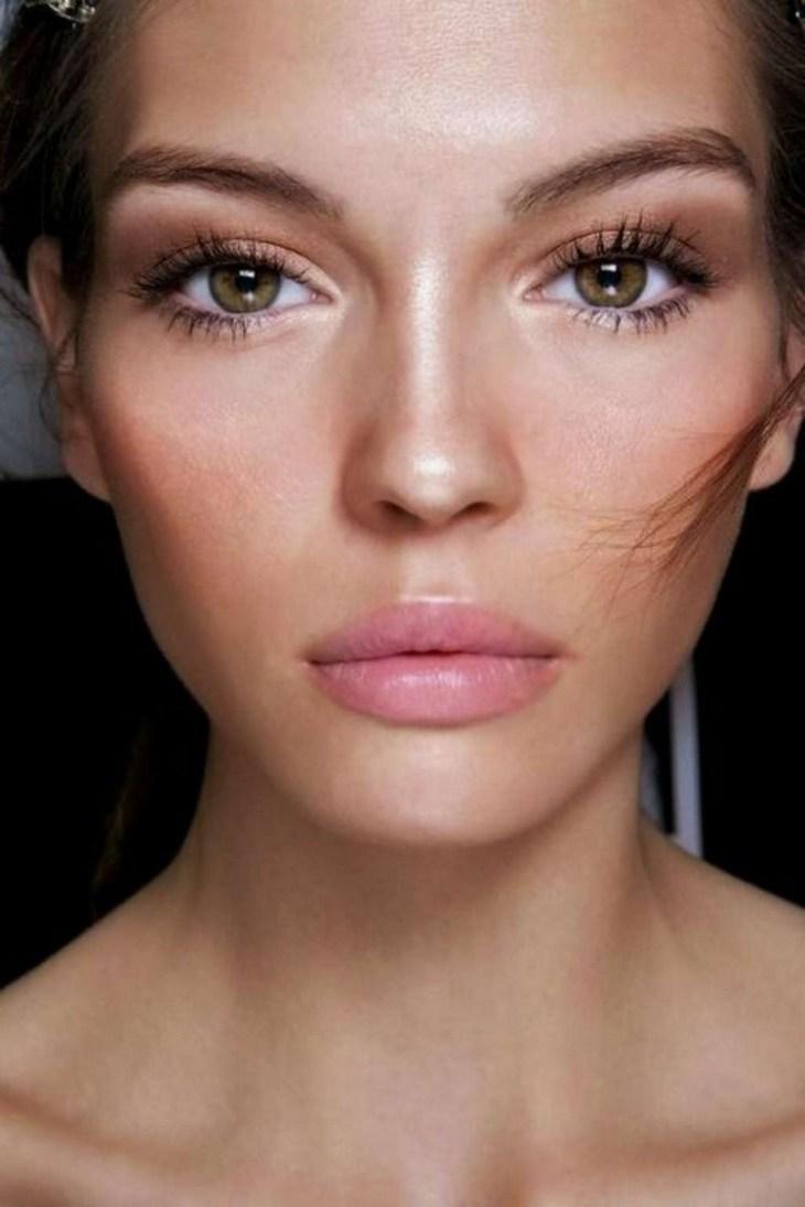 maquillage Saint-Valentin -romantique-nude-baume-levres-rose-pale-mascara