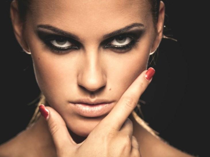 comment se maquiller les yeux selon-forme-idées-conseils-pratiques