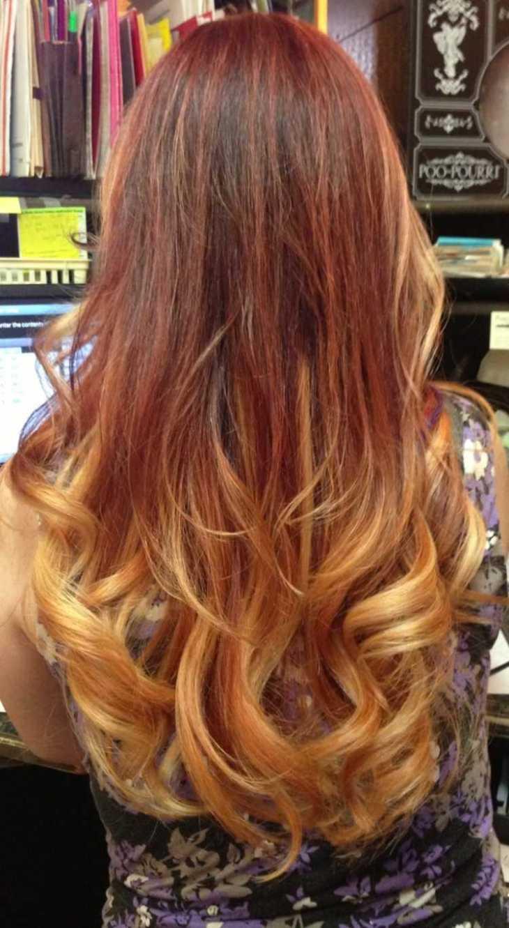 cheveux couleur caramel -blond-cuivré-doré-cheveux-bouclés-longs