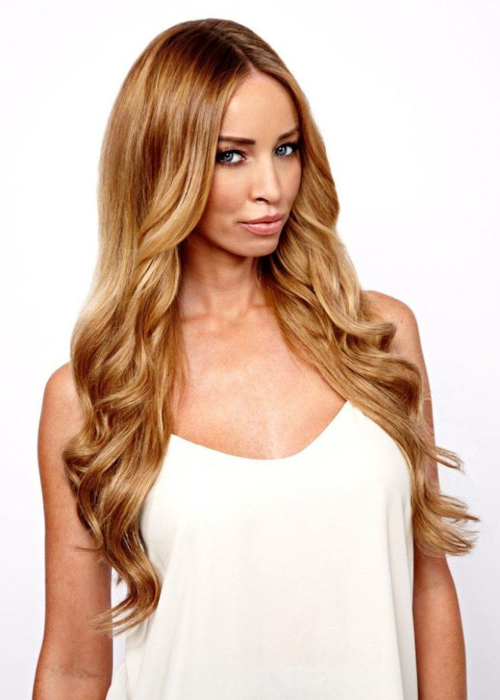 cheveux couleur caramel -clair-éclats-blonds-cheveux-longs-ondulés