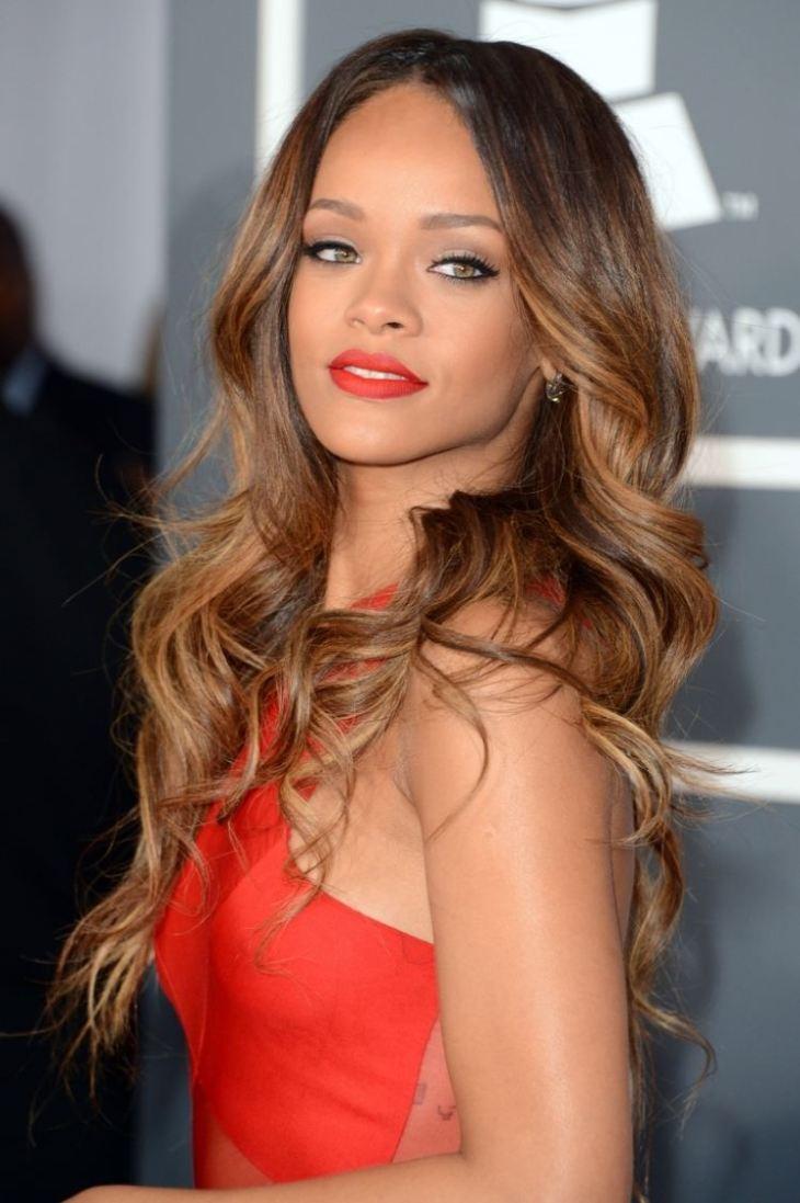 cheveux couleur caramel -technique-balayage-Rihanna