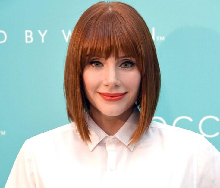 cheveux-cuivre-coupe-carré-plongeant-brun-maquillage-eye-liner