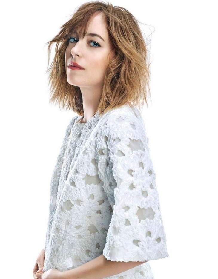 coupe-carré-fake-bob-effet-nonchalent-pony-dakota-johnson