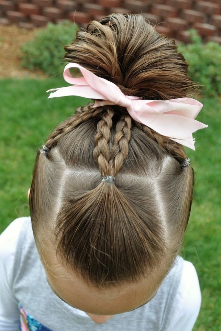 coiffure pour petite fille -chignon-éventail-tresses-noeud-rose