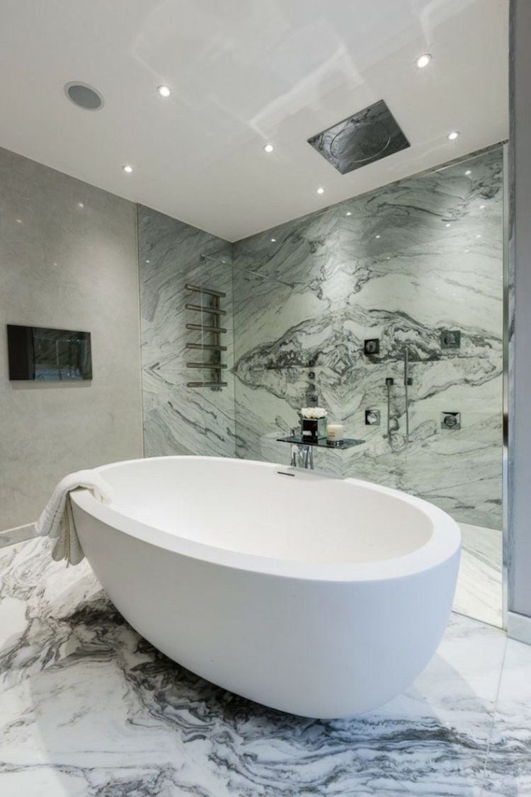 salle de bain en marbre pour un air