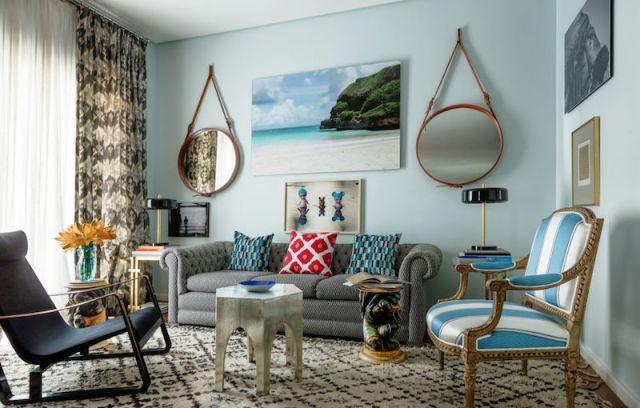 ambiance-salon-chic-eclectique-meubles-depareilles-miroirs-ronds-vintage