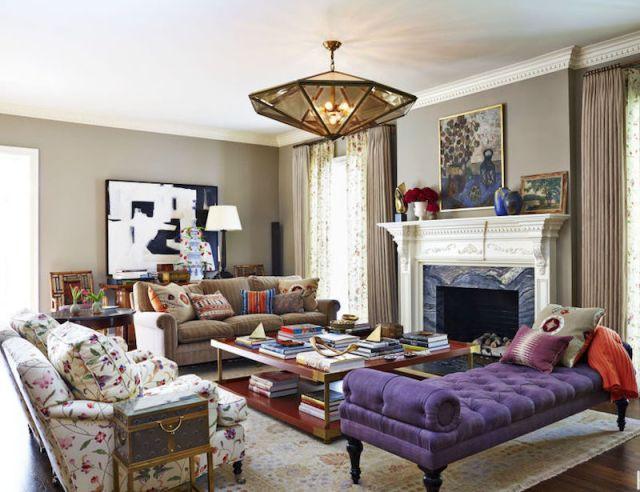 ambiance-salon-chic-idee-deco-lampe-pyramidale-meridienne-violette