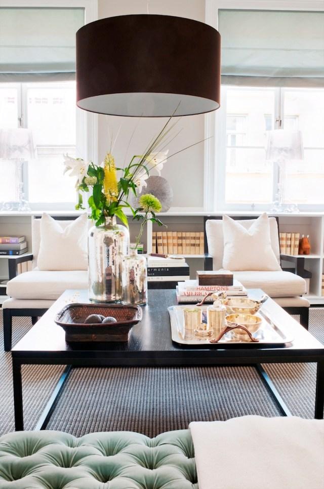 ambiance-salon-chic-idee-deco-suspension-classique-abat-jour-noir