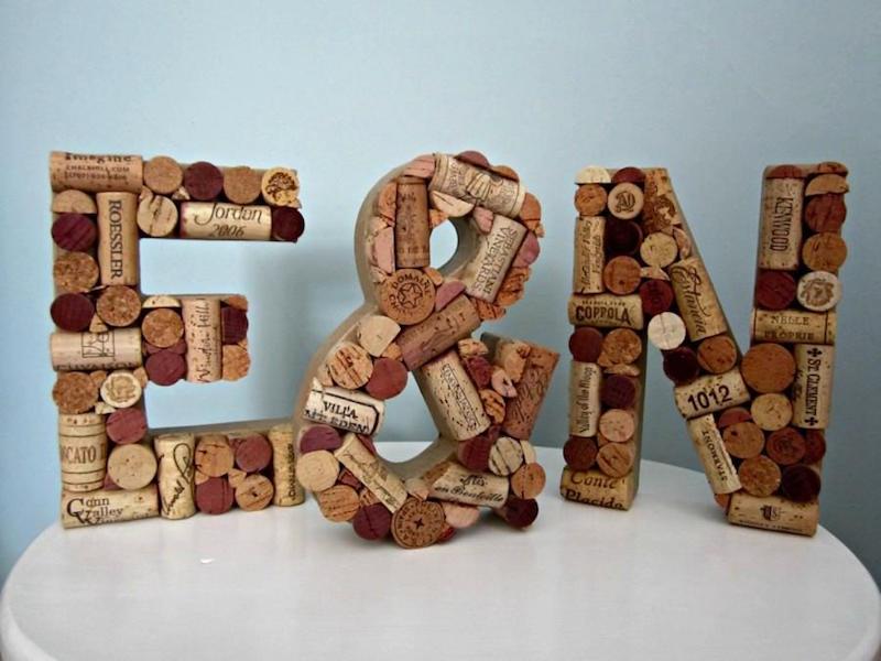 lettres symboles 3d bouchons liege bouteilles vin rouge