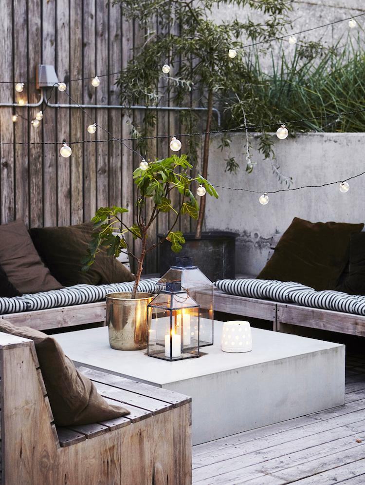 amenager petite terrasse reve table beton cire amenager une petite terrasse de reve dans l arriere cour et la decorer impeccablement