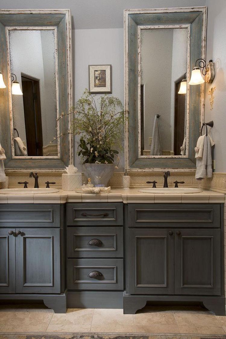 salle bain campagne mobilier bois gris miroirs anciens salle de bain campagne revisitee ou le moderne et l ancien se marient a la perfection