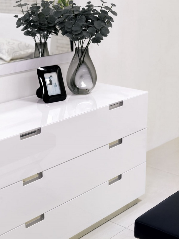 Modern White Dresser Laquered Surface Bedroom Furniture
