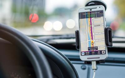 Sancțiuni pentru folosirea oricărui fel de dispozitiv mobil în timpul conducerii
