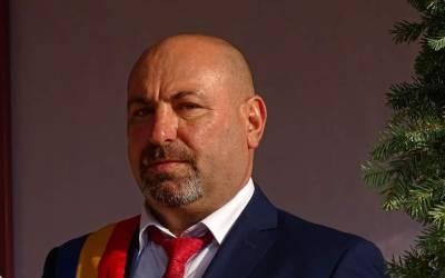 Primarul din Livezi, Sorin Ichim – destituit de Consiliul Local. Edilul a contestat decizia