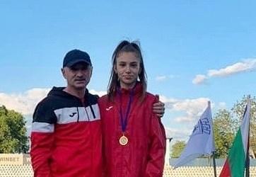 """Atleta băcăuană, Ștefania Zediu, a obținut o medalie de aur la Ruse, Bulgaria, în cadrul turneului """"Narodna Mladej"""""""