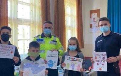 Polițiștii continuă activitățile educativ-preventive în școli