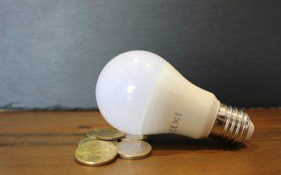 Consumatorii casnici vor plăti, pentru curent și gaze, maxim 71 de bani pe KWh