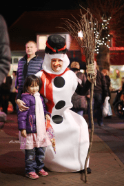 Noni with supposedly called Olaf..., but what's with that broomstick?? I don't recall Olaf carrying it ...