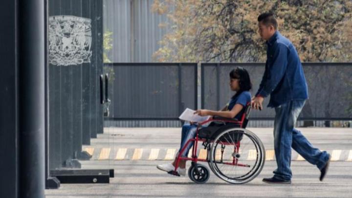 beca Santander para alumnas de la UNAM discapacidad