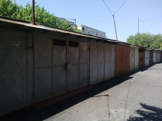 garaje intre blocuri