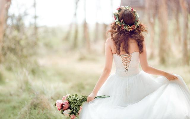 Rochii De Mireasa Cu 1000 De Lei Si Casatorii De O Zi La Salonul