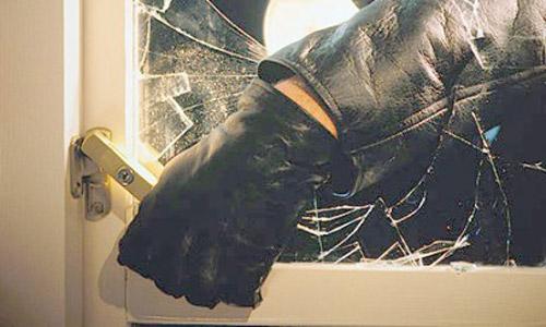 Tineri care au furat dintr-un apartament din Lugoj, prinși de polițiști