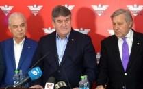 De la stânga, la dreapta: Anghel Iordănesc, Gabriel Oprea, Ilie Năstase. Sursă foto: agerpres.ro.