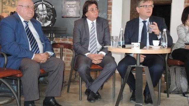 Pavel Dehelean, în stânga imaginii. Sursă foto: Titus Bălan