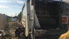 Un tânăr a murit strivit de mașina de gunoi