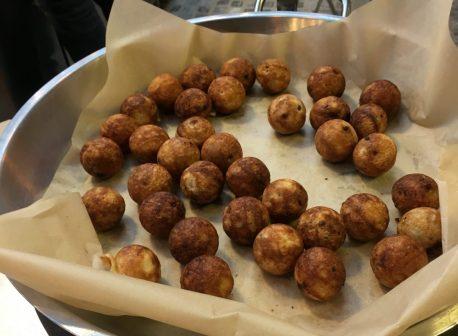 Gulis - Sarona Market - Doughnut balls (2)