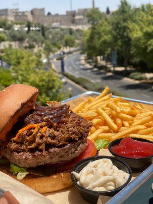 Berlin Burger - Kosher - Mamilla Jerusalem - Burger & Pulled Beef