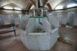 連男廁內的圓頂也鋪上了和清真寺圓頂一樣的磚