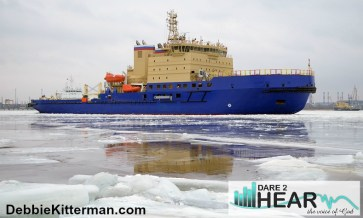 The icebreaker breaks up thick,strong ice.Ships can sail.