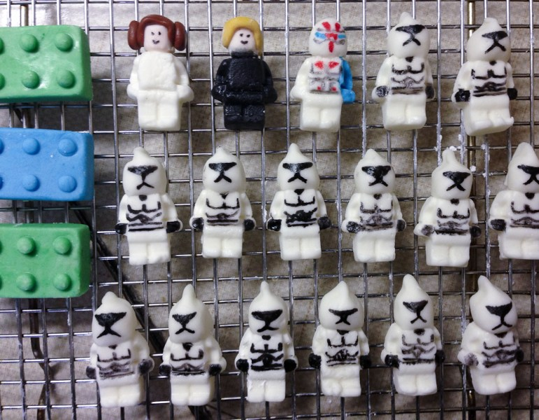130901 fondant lego minifigures bricks   Parents Need to Eat Too lego star wars minifigures made of marshmallow fondant  clone troopers   leiah  luke skywalker