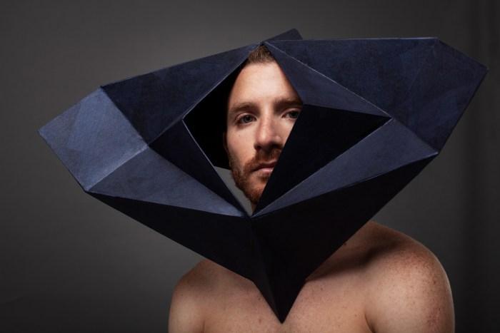 man met een masker