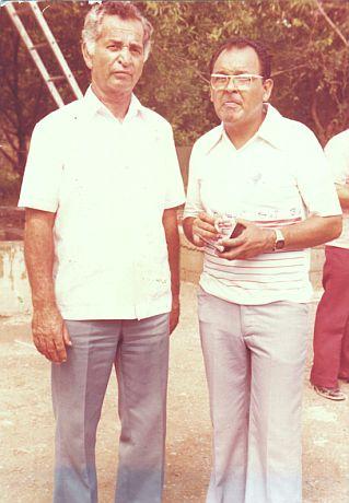 El inmortal del beisbol mexicano Ramiro Cuevas, junto al autor del artículo, Ramón Ábrego.