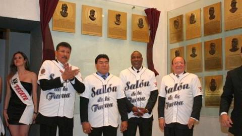 Mercedes Esquer, Teodoro Higuera, Jimmie Collins y Dr. Arturo León Lerma